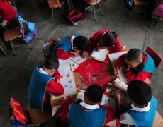 Elementary school students at a school in Villa Nueva, Guatemala. Photo by Maria Fleischmann / World Bank